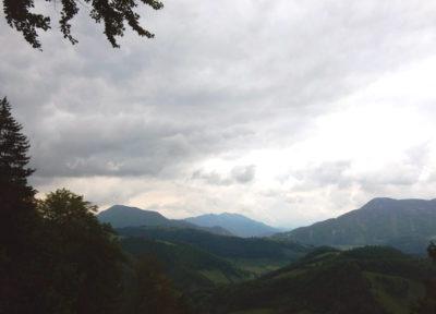 Immer wieder Ausblicke auf die Berge rundherum