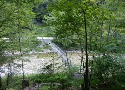 Die beschwingte Brücke über den Großen Bach