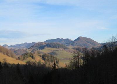Blick nach Südosten (in der Mitte die Lindaumauer)